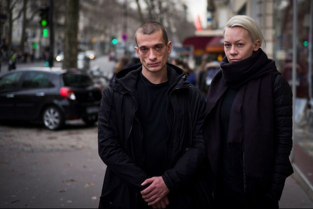 L'artiste russe Piotr Pavlenski et sa compagne Oksana Chaliguina, en janvier à Paris.