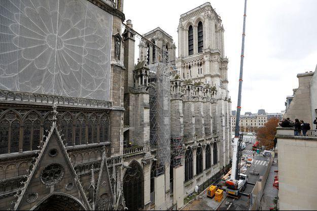 Les travaux pour consolider la cathédrale Notre-Dame de Paris six mois après l'incendie.
