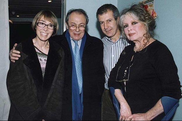 Sylvie et Michel Rocard, le Dr Serge Belais et Brigitte Bardot le 11 décembre 2005, à l'occasion du traditionnel « Noël des animaux » organisé par la Fondation Brigitte Bardot et la SPA.