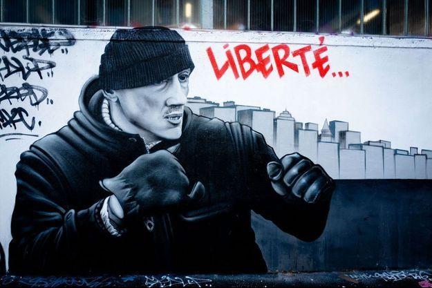 Fresque dans le 19e arrondissement de Paris, en honneur à Christophe Dettinger.