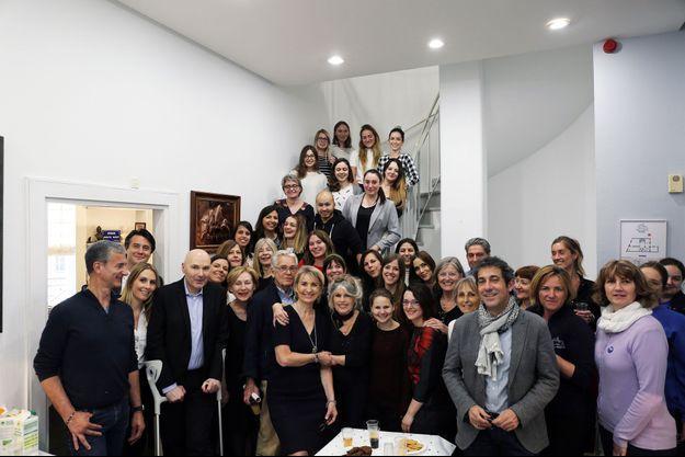 Brigitte Bardot et Ghyslaine Calmels-Bock (à gauche) entourées de l'équipe de la Fondation.