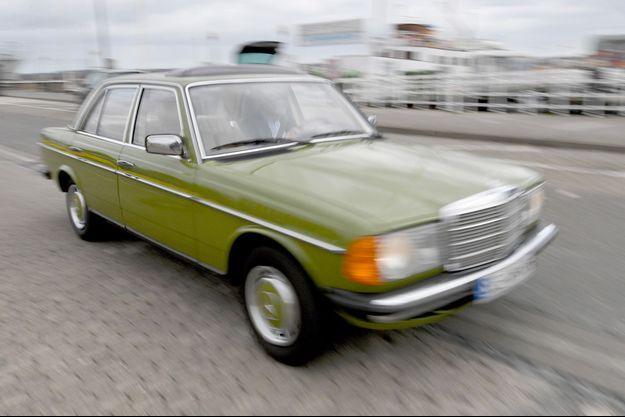 Cette vieille Mercedes ne pourra pas rouler mardi à Paris.
