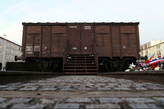 Un wagon de train au mémorial de Drancy.