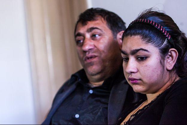 Leonarda et son père Reshat, en octobre dernier à Mitrovica.