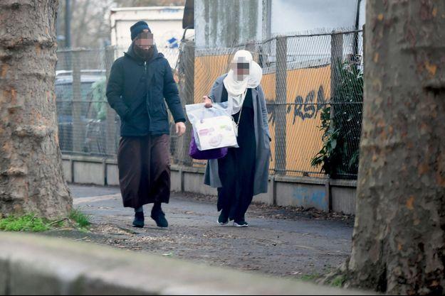 16 h 20, le 4 janvier. Ce couple s'apprête à récupérer son enfant à la sortie de l'école Al-Andalus, à Saint-Denis.