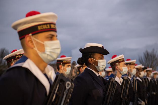 Cérémonie de fin de cours à l'école des matelots sur le site militaire de Querqueville