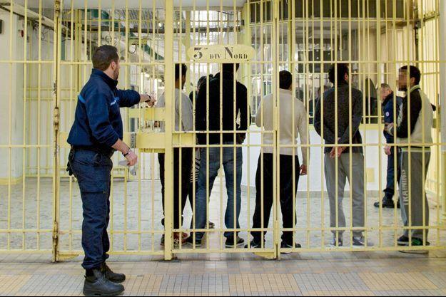 Des djihadistes exceptionnellement mêlés à d'autres détenus lors d'un débat organisé par la Ligue internationale contre le racisme et l'antisémitisme (Licra), le 6 janvier.