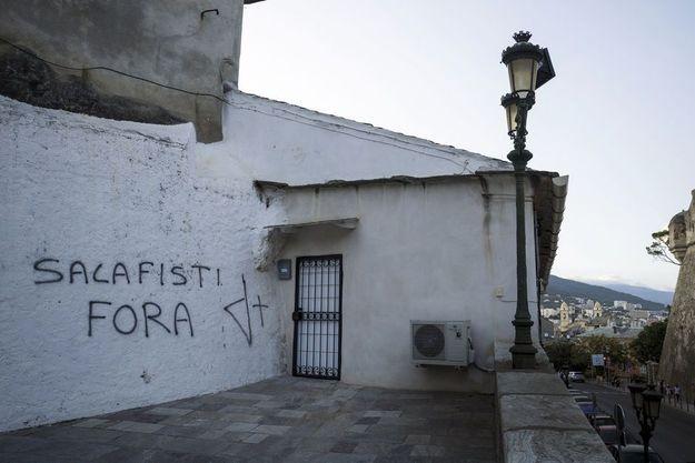 «Salafisti fora» : «salafistes dehors». Une inscription récente à Saint-Joseph, un quartier à forte population immigrée de Bastia.