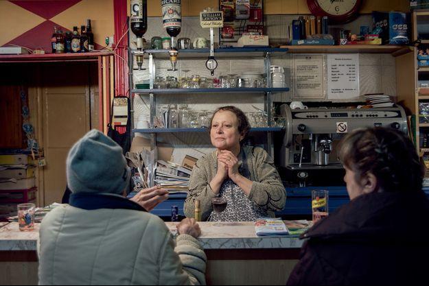Fervaques, le 9 Mars 2017. Marthe tient seule l'unique bar-tabac de Fervaques. Elle s'occupe de Michel (au milieu), un habitant du village, malade, en le logeant et en lui préparant ses repas.