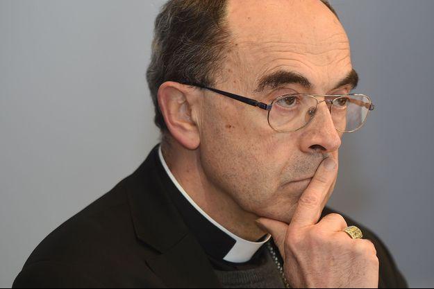 Le cardinal Philippe Barbarin durant sa conférence de presse à Lyon, le 15 mars 2016.