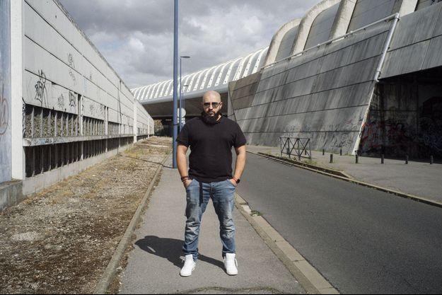 Béor, à Drancy (Seine-Saint-Denis). Intelligent, débrouillard, fonceur, c'est un homme plein de ressources et qui sait cultiver ses réseaux.
