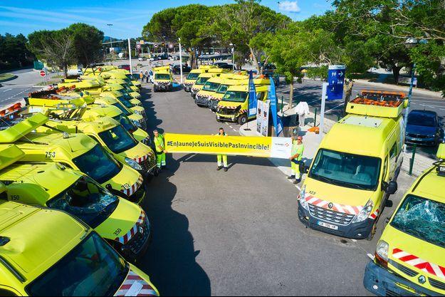 Vingt-six fourgons percutés en 26 semaines : sur l'aire de Montélimar-Ouest, sur l'autroute A7, la Fondation Vinci Autoroutes expose jusqu'au 19 juillet ces véhicules accidentés, témoins de la violence à laquelle sont exposés les patrouilleurs d'autoroutes.
