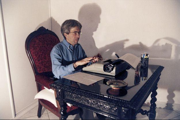 En 2000, il vient de publier « Purgatoire », son cinquième livre. Jean-Michel Lambert préside alors le tribunal des affaires de la Sécurité sociale, à Bourg-en-Bresse.