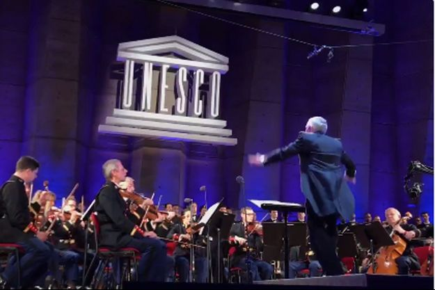 Lors d'un concert à l'Unesco, la Garde républicaine a rendu hommage à Johnny Hallyday en interprétant le tube «Quelque chose de Tennessee».