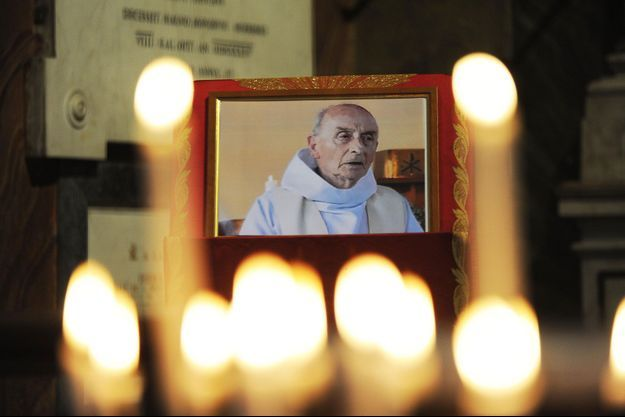 Une photo du père Hamel, ici en août dans une église de Rome.