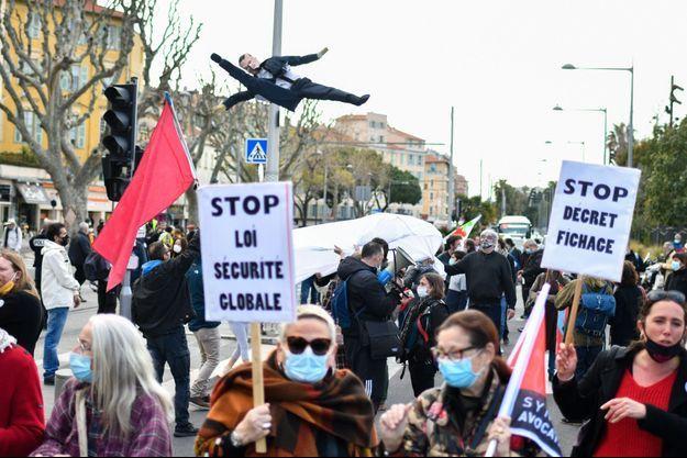 Une manifestation contre la loi sécurité globale, à Nice, le 20 mars.