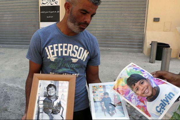 Tahar Mejri avec des photos de son petit fils Kylan.