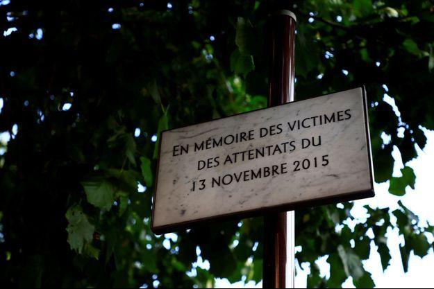 Une plaque commémorative en hommage aux victimes du 13-Novembre.