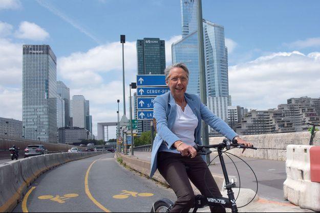 Le 24 mai sur le pont de Neuilly, la ministre de la Transition écologique Elisabeth Borne emprunte une des nouvelles pistes cyclables financées par l'Etat.