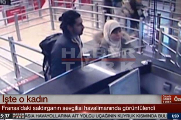 Hayat Boumeddiene à son arrivée en Turquie. A ses côtés, un homme identifié comme Mehdi Sabry Belhoucine.