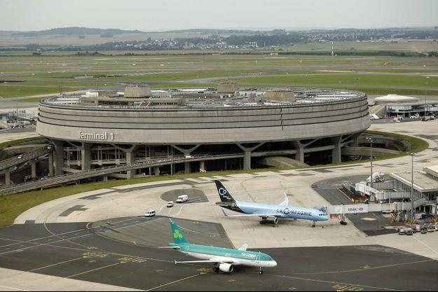 Le vol Air France qui transportait les dépouilles a atterri peu après 6 heures à Roissy.