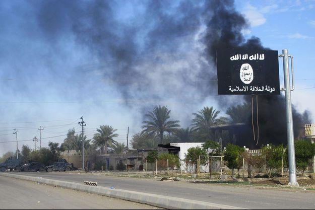 Un drapeau de Daech flotte en Irak.