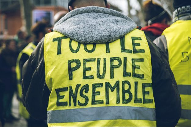 """Ici, un """"gilet jaune"""" à Toulouse vendredi."""