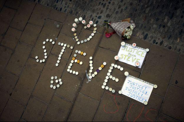 Ici, un hommage à Steve à Toulouse.