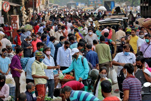 Une rue de Bombay, en Inde, alors que le pays déplore jusqu'à 2000 morts par jour.
