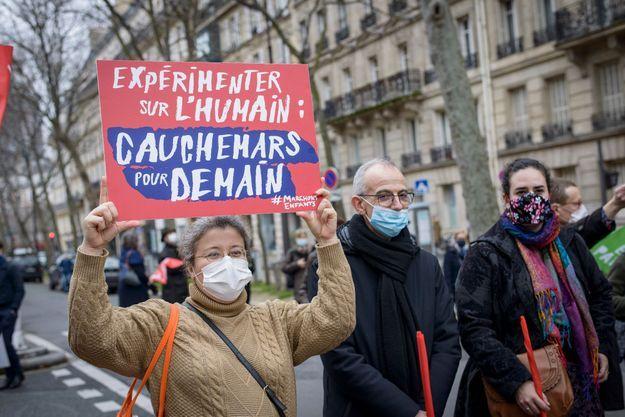 Manifestante à Paris le 31 janvier 2021.