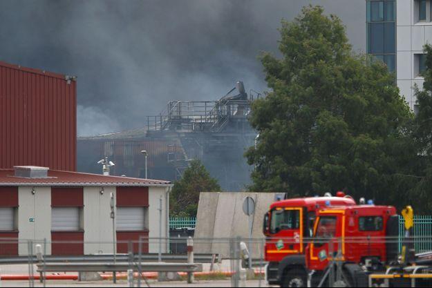 La fumée de l'usine Lubrizol, à Rouen, durant l'incendie.