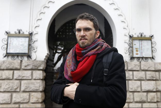 Ludovic-Mohamed Zahed, photographié en novembre 2012 devant la mosquée inclusive qu'il a ouverte.