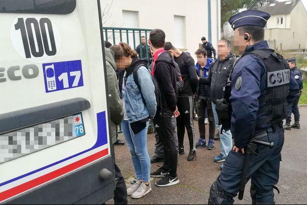 Interpellation de lycéens à Mantes-la-Jolie, le 6 décembre dernier.