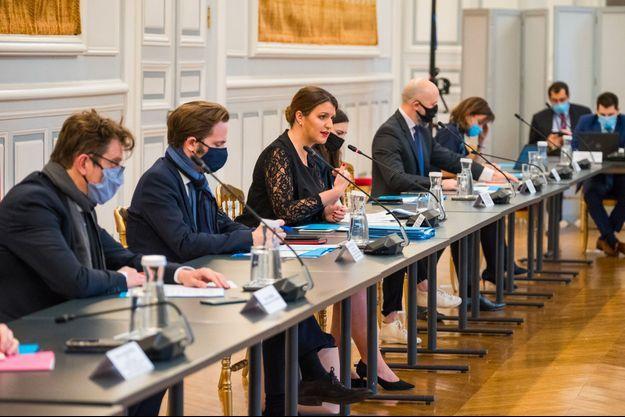 Marlène Schiappa reçoit les représentants de plusieurs plateformes de réseaux sociaux, mardi, au ministère de l'Intérieur.