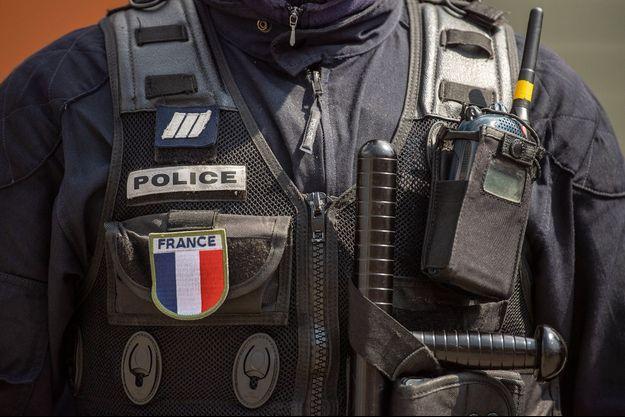 Illustration d'un uniforme de policier.
