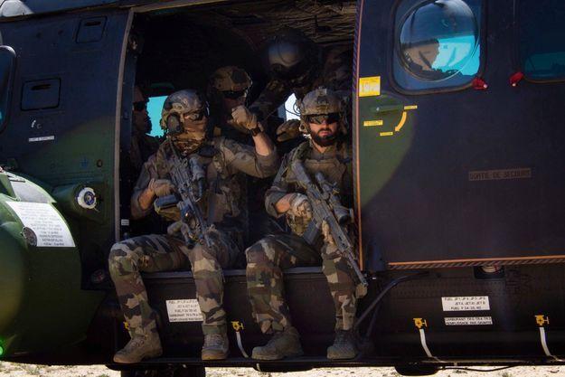 Entraînement au combat en hélicoptère avec ses camarades du groupement de commandos de montagne, en mai 2020 au camp de Chambaran, en Isère.