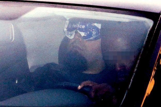 Le 12 septembre, Mehdi Nemmouche à l'arrière du véhicule de police qui le conduit à la chambre du conseil de Bruxelles.