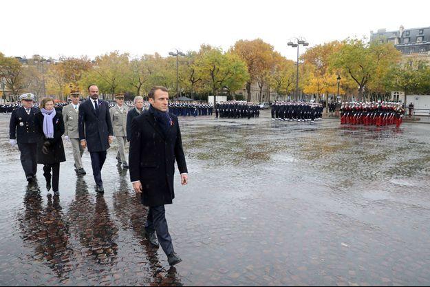 Emmanuel Macron dimanche matin lors des commémorations du 11-Novembre.