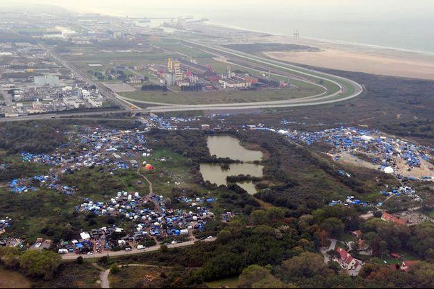 Entre le quartier pavillonnaire et l'autoroute qui mène au port, à proximité d'une zone industrielle classée Seveso.