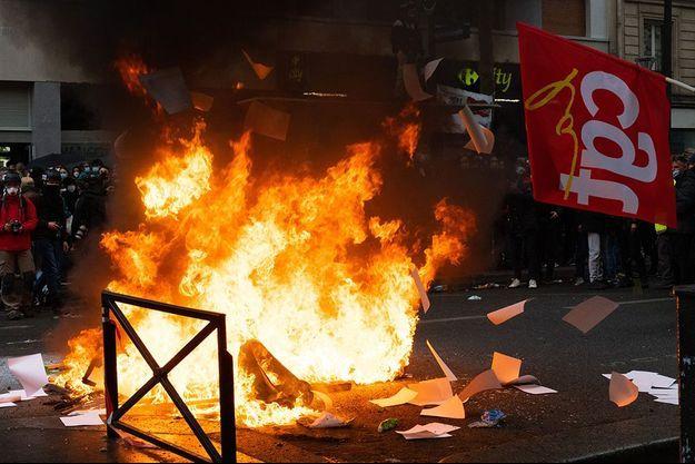 Des violences ont émaillé la fin du cortège, notamment à l'encontre des militants de la CGT.