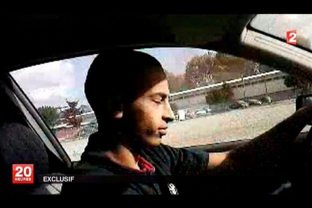 France 2 a diffusé une vidéo amateur sur laquelle on voit le tueur présumé, à 21 ans.