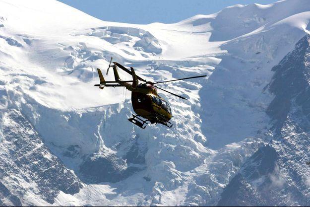 Un hélicoptère de la gendarmerie dans le massif du Mont-Blanc (image d'illustration).