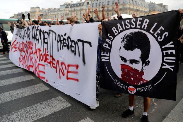 """Lundi des sympathisants antifascistes se sont rassemblés à Paris pour réclamer la """"vérité"""" sur la mort de leur camarade."""