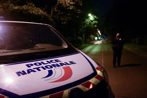 Le terroriste a commis son crime sur la commune de Conflans-Sainte-Honorine avant de rejoindre Eragny et d'y être abattu. Image d'illustration des forces de police bouclant le secteur vendredi soir.