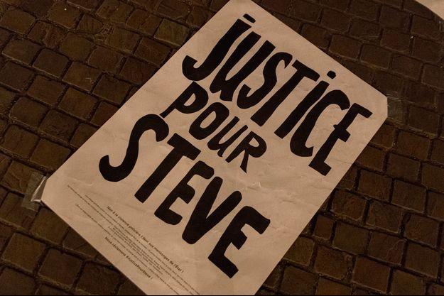 """Après la disparition de Steve, beaucoup de personnes ont réclamé """"Justice pour Steve""""."""