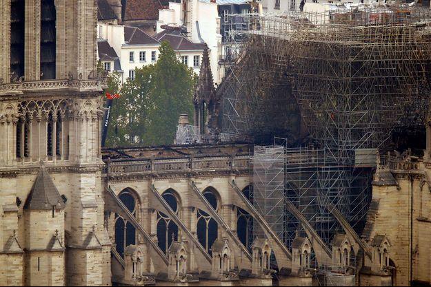 Une vue de Notre-Dame de Paris au lendemain de l'incendie.