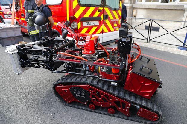 Colossus, le robot des pompiers qui a aidé à éteindre l'incendie de Notre-Dame de Paris.