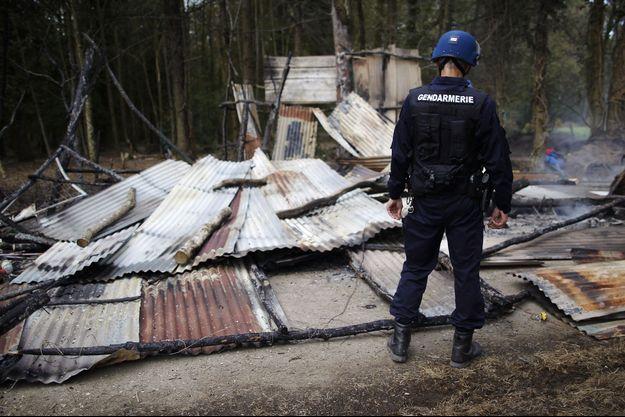Un gendarme en avril 2013, lors d'une précédente tentative d'évacuation de la ZAD de Notre-Dame-des-Landes.