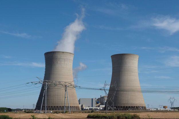 Les réacteurs nucléaires de Dampierre-en-Burly.