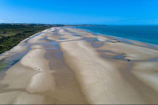 Le journaliste Frédéric Hermel vante les beautés des plages du Nord, comme celle de Wissan dans le Pas-de-Calais.